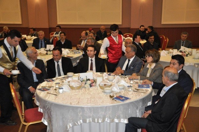 Başbakan Davutoğlu'nun Danışmanı Turhan'dan CHP Ve HDP'ye Eleştiri