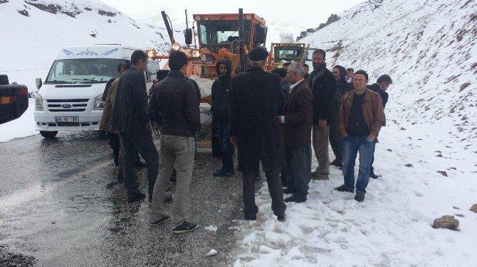 Kar Yağışı Ve Sis Karapet Geçidi'nde Trafiği Olumsuz Yönde Etkiliyor