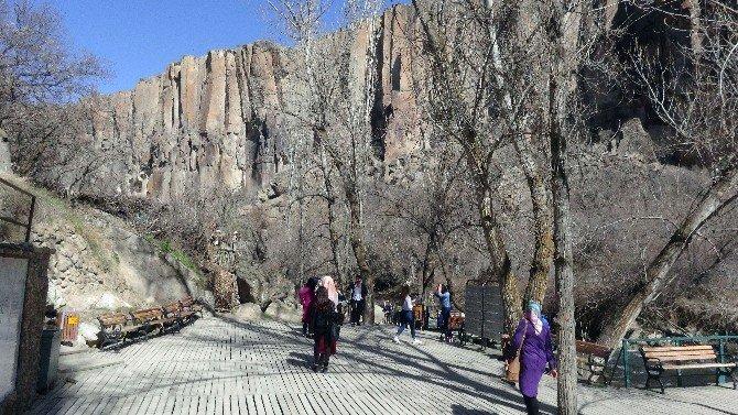 Ihlara Vadisinde 105 Kilise Ve 10 Bin Mağara Bulunuyor