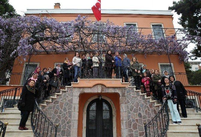 Bucalı Kadınlar Atatürk'ü Andı