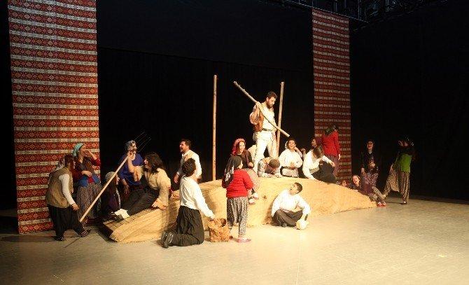 Erdemli Belediyesi Şehir Tiyatrosu Gülnarlı Sanatseverlerle Buluştu