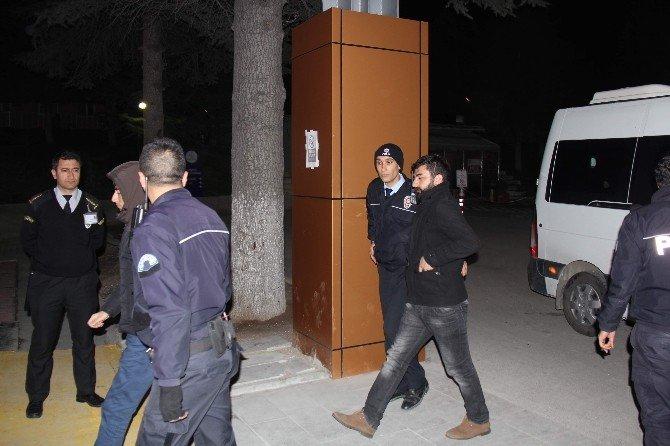 Terör Operasyonu'nda Gözaltına Alınan Zanlılar Sağlık Kontrolünden Geçirildi