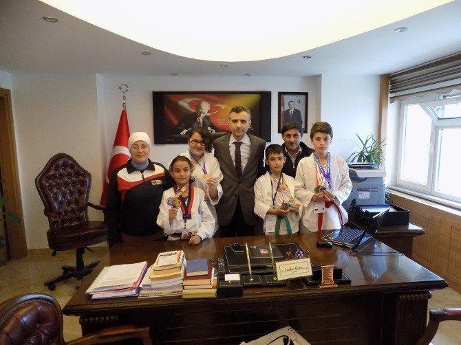 Gömeçli Tekvandocular Antalya'dan 2 Gümüş 2 Bronz Madalya İle Döndü