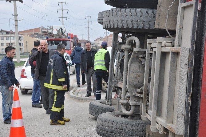 Yangına Giden İtfaiye Aracı Kaza Yaptı: 3 Yaralı