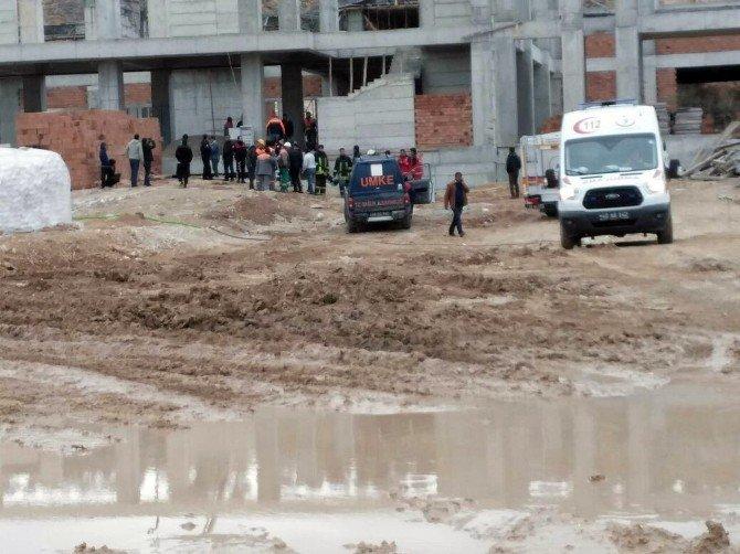 Kırşehir'de İnşaat Alanında Göçük: 4 Yaralı