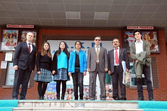 """Akşehir'de """"AB'yi Öğreniyorum"""" Yarışmasının Galibi Fen Lisesi"""