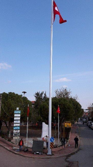 Şanlı Türk Bayrağı Yeniden Dalgalanıyor