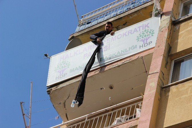 HDP Binasındaki Siyah Bez Parçası İndirildi
