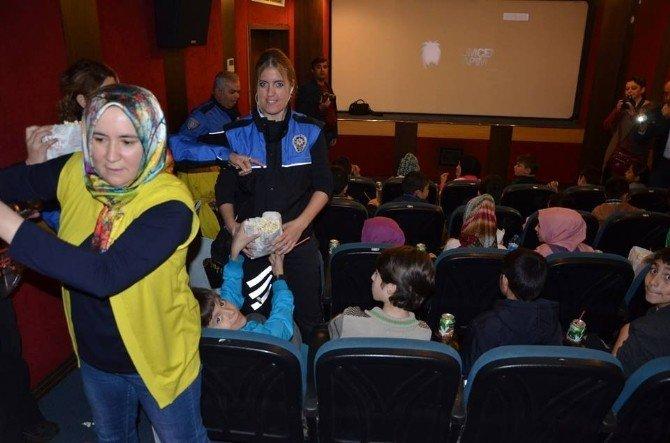 Minik Öğrencileri Bu Kez Polisler Sevindirdi