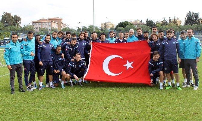 Adana Demirspor Antrenmana Türk Bayrağıyla Çıktı