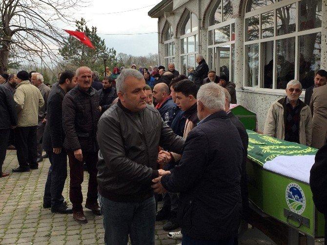 Sakarya'daki Kazada Ölen Aile Son Yolculuğuna Uğurlandı