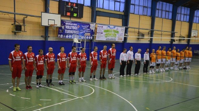 Bozüyük Belediyesi Kurumlar Arası Voleybol Turnuvası'nda Şehitler İçin Saygı Duruşu