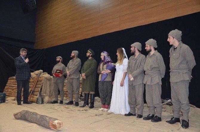 """""""Çanakkale Mahşeri Kardeşlik Destanı"""" Oyunu Bozüyük'te Sahnelendi"""