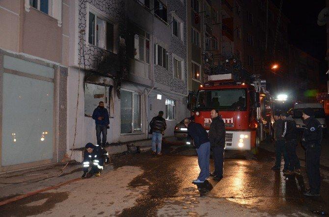Yangında Can Pazarı: 17 Kişi Dumandan Etkilendi