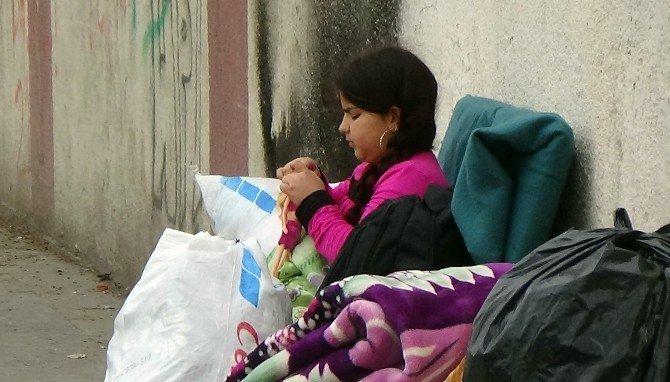 Bağlar'da Hem Çatışma Hem De Göç Sürüyor