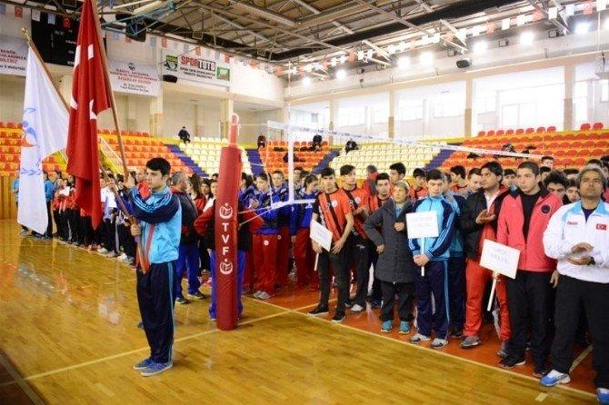 Tokat'ta Okullarası Gençler Voleybol Grup Müsabakaları