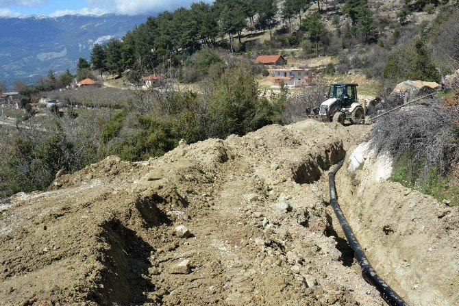 Asat, Dağları Delip İki Mahalleyi İçmesuyuna Kavuşturdu
