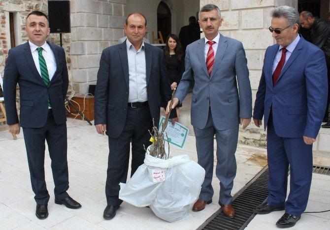Vali Bektaş Alaşehir'de Temaslarda Bulundu