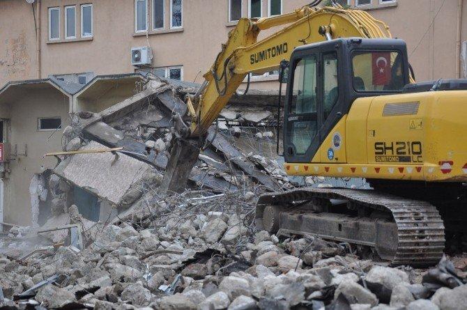 İnegöl Kültür Sarayı'nın Yıkımına Başlandı