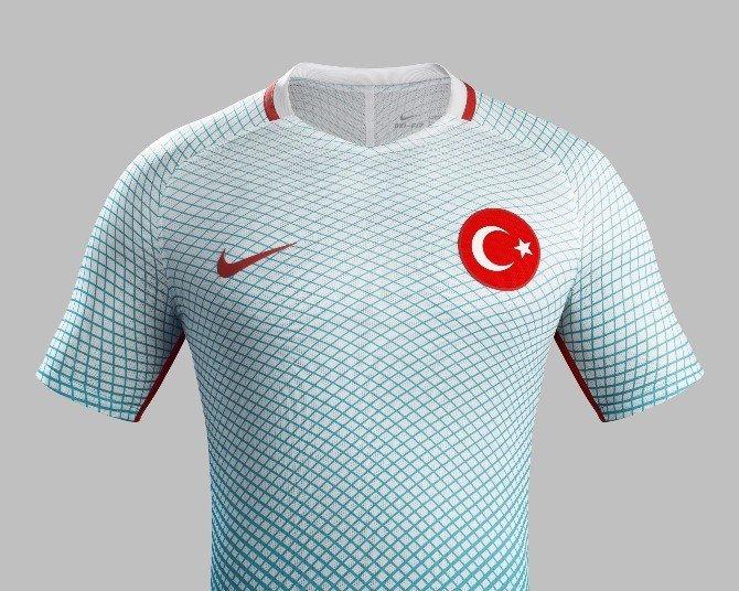A Milli Futbol Takımı'nın Yeni Formaları Belli Oldu