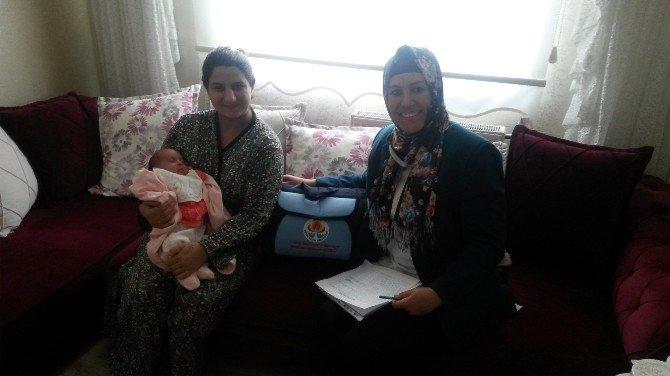 Yeni Bebek Sahibi Ailelere Doğum Paketi Hediye Ediliyor