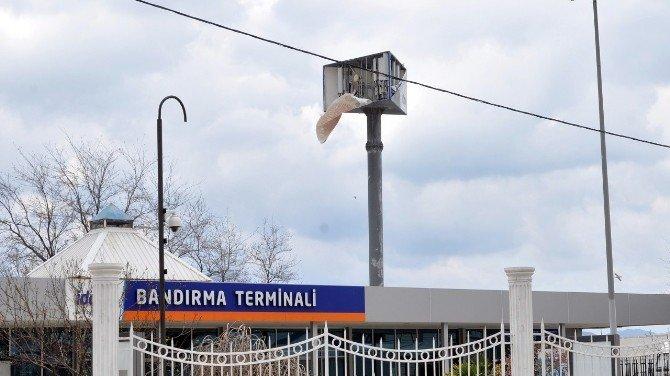 Reklam Panosunun İçindeki Baz İstasyonunu Fırtına Ortaya Çıkardı