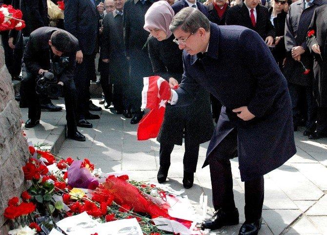 Başbakan Davutoğlu, Kızılay'da Esnafları Ziyaret Etti