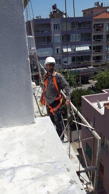 İzmir'de Hayatını Kaybeden İşçi Toprağa Verildi