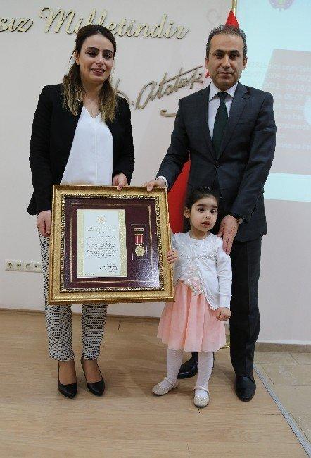 Şehit Kızına 'Onur Madalyası'