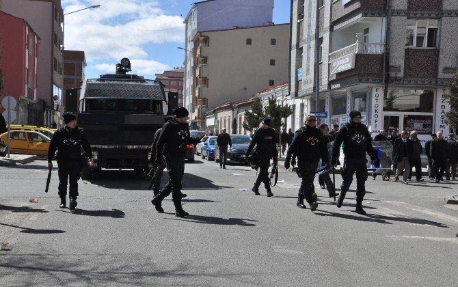 HDP'liler DBP Eş Genel Başkanı Yüksek'in Gözaltına Alınmasını Protesto Etti