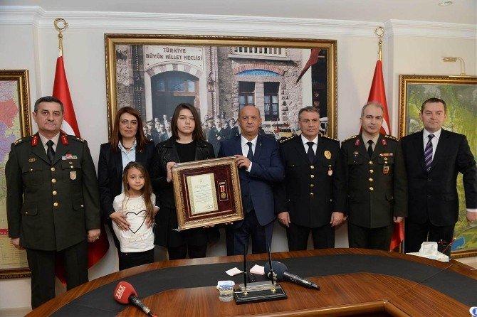 Şehit Emniyet Müdürünün Ailesine Devlet Övünç Madalyası