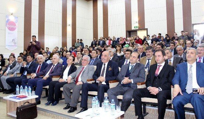 """ETÜ'de Öğrenciler """"Kariyer Zirvesi""""nde Tecrübeleri Dinledi"""