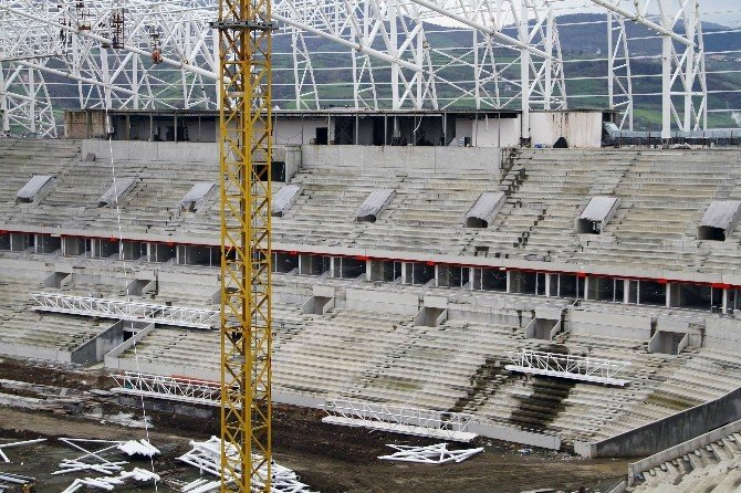 Samsun'un Yeni Stadının Çatısı Bitmek Üzere