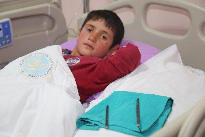 Kasığına Dirgen Saplanan Çocuk Erzurum Beah'ta Sakat Kalmaktan Kurtarıldı