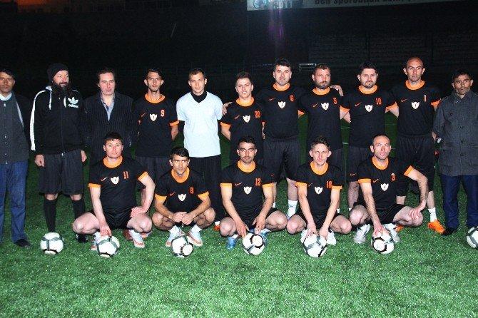 Romanlar Futbol Takımı Kurup Sahaya İndi
