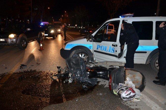 Polis Otosuyla Çarpışan Motosiklet Sürücüsü Yaralandı