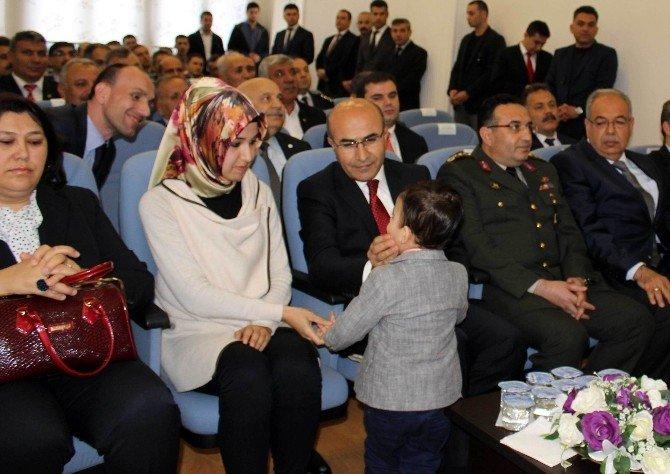 Şehit Polisin Ailesine Devlet Övünç Madalyası Ve Beratı Verildi