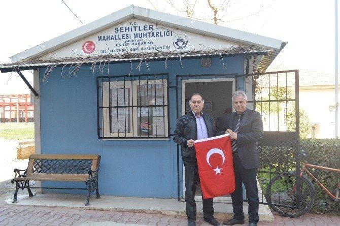 Belediyenin Türk Bayrağı Hassasiyetine Muhtarlardan Teşekkür
