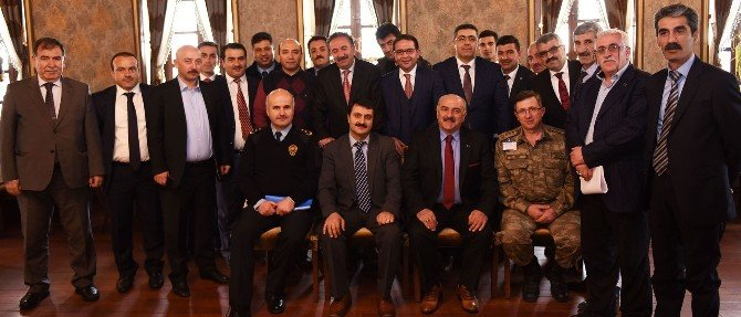 Genel Sekreter Yardımcısı Kıraç'tan Ukome Üyesine Plaket
