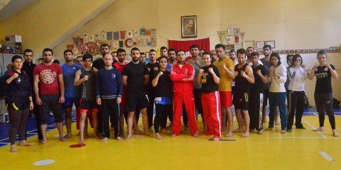 Adana'da Wushu Antrenör Hakem Ve Duan Kursu Sona Erdi