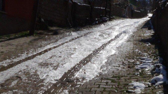 Yozgat'ta Sürekli Patlayan Sular Vatandaşın Tepkisini Çekiyor