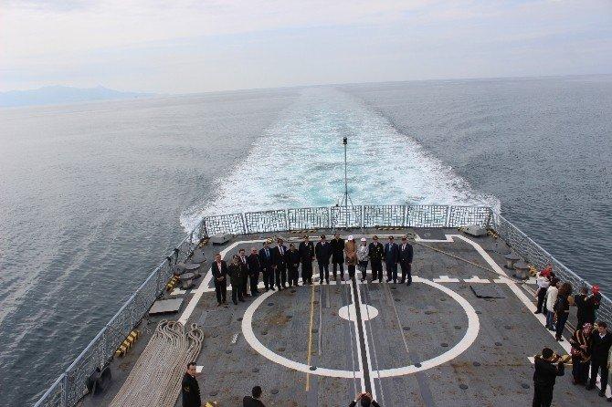 Foça Deniz Üs Komutanlığı Yurttaşların Ziyaretine Açıldı