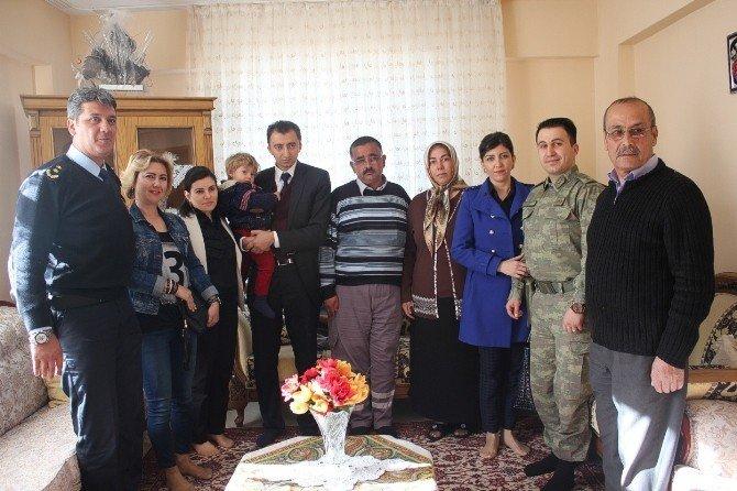 Kaymakam Ali Türk, Şehit Ailelerini Ziyaret Etti