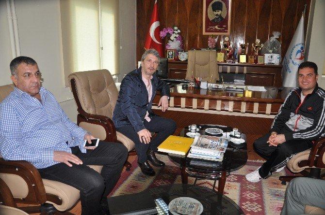 """Bayram Akgül: """"Hak Eden Kazansın"""""""
