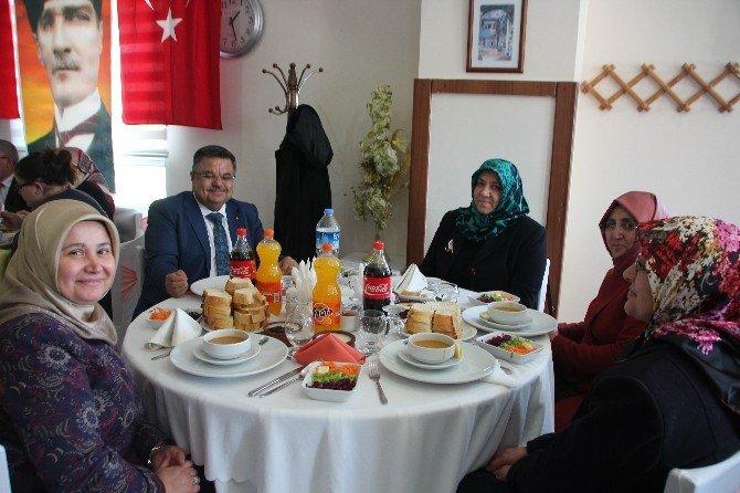 Bilecik'teki Şehit Aileleri Ve Gaziler Yemekte Buluştu