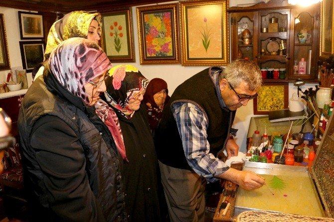 Yaşlılar Ebru Sanatının Sırlarını Öğrendi