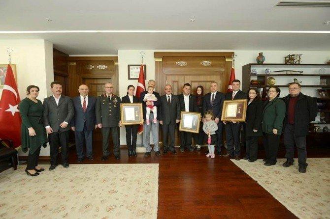 Denizli'de 2 Gaziye Ve Bir Şehit Yakınına Devlet Övünç Madalyası Verildi