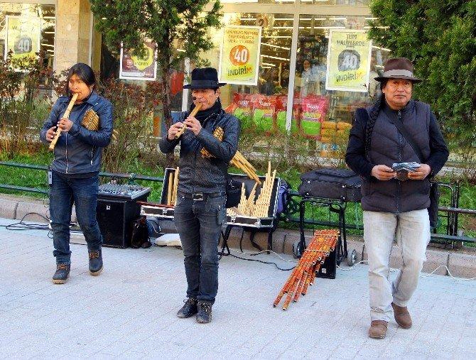 Kızılderili Grup İnca Sol'dan Sokak Konseri