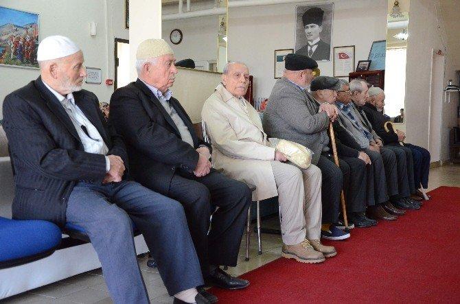Yaşlılar Ve Şehitler Anısına Mevlit