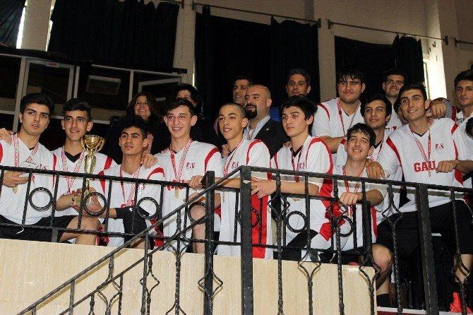 Amerikan Koleji Basketbol Takımı Şampiyonluğa Doymuyor